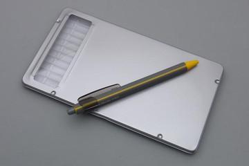 Hands_pencilcase_1